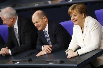 Merkel und Scholz zu Antrittsbesuchen in Paris