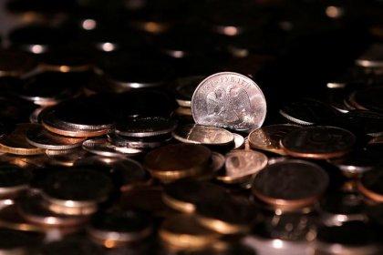 Рубль завершает первую половину марта вблизи одномесячных минимумов