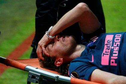Filipe Luís quebra a perna e pode ficar fora da Copa do Mundo