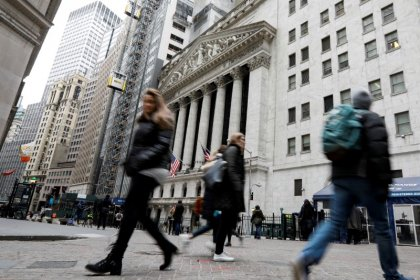 Wall Street sobe com dados industriais fortes, mas registra perdas na semana