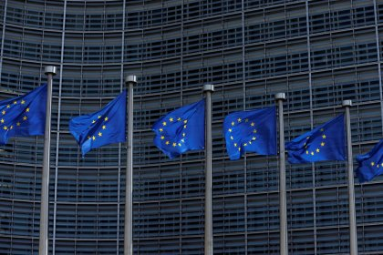 المفوضية الأوروبية تعلن بدء إجراءات لحماية الشركات الأوروبية في إيران