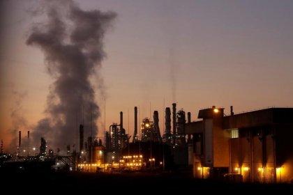 Prévia da confiança da indústria indica nova queda em maio com deterioração das expectativas, diz FGV