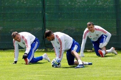 Soccer: Generous group provides hope for uninspiring Russia