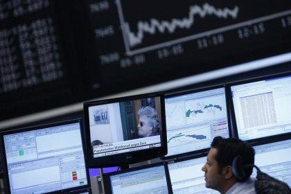 Borsa Milano tiene, indice FTSE Mib in calo per stacco cedole, forte Fca
