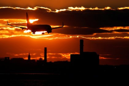 Rising oil prices help ground U.S. airline stocks; could make them cheap