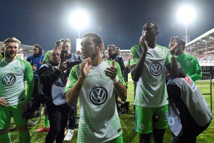 Wolfsburg se mantém na primeira divisão após vitória sobre Kiel