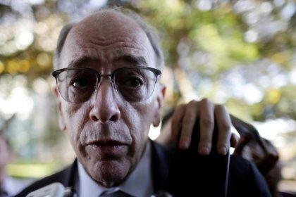 Petrobras mantém política de preço de combustíveis; governo ainda busca solução
