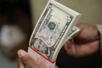Dólar cai e vai ao patamar de R$3,65 seguindo mercado externo e com ação do BC