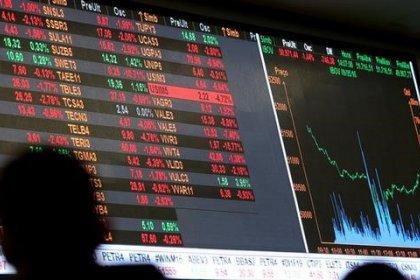 Bovespa avança com bancos e exterior favorável, mas commodities limitam alta