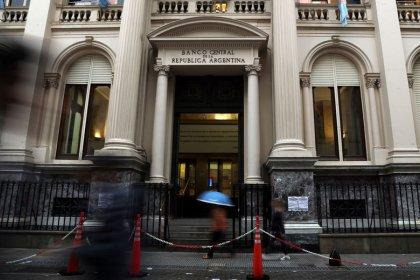 المركزي الأرجنتيني يبقي سعر الفائدة الرئيسي بلا تغيير عند 40 في المئة