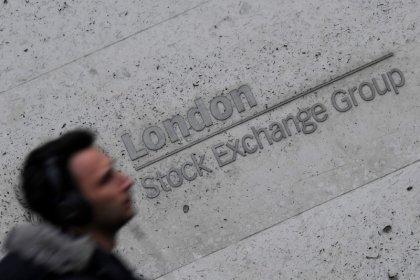 Европейские индексы снижаются вслед за акциями энергосектора, бумаги M&S растут