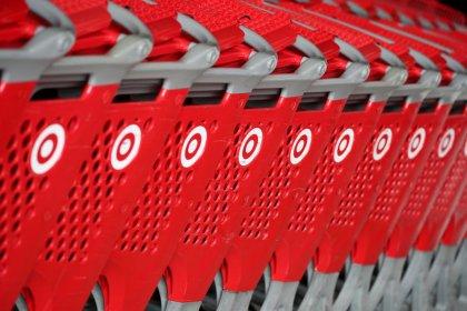 Target reaffirms 2018 outlook, online investments hurt profit