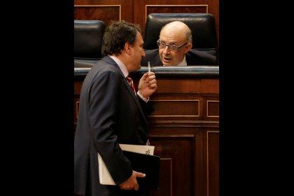 Rajoy salva los presupuestos apoyado en el PNV pese a la intervención en Cataluña