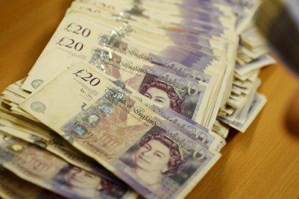 الاسترليني يهوي بعد بيانات ضعيفة للتضخم في المملكة المتحدة