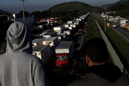 Crise com caminhoneiros gera queda de braço entre Maia e Planalto, impasse segue sem solução