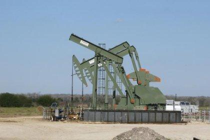 أسعار النفط تتراجع لتوقعات بأن أوبك قد تزيد الإنتاج