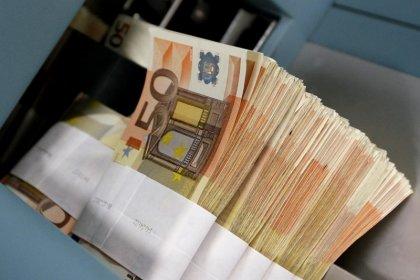 اليورو يرتفع بفعل دعم الصين وصعود الدولار يفقد قوة الدفع