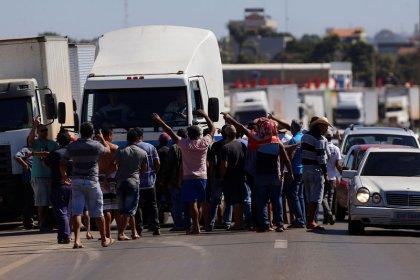 Protesto afeta produção de carne; leite é descartado, falta ração e combustível