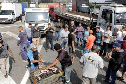 Governo e caminhoneiros chegam a acordo com para suspender greve por 15 dias