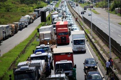 Klabin tem cadeia de produção afetada por greve de caminhoneiros