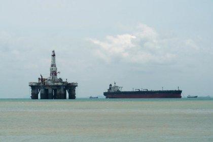 Preços do petróleo despencam com discussão da Opep e Rússia sobre aumento de produção