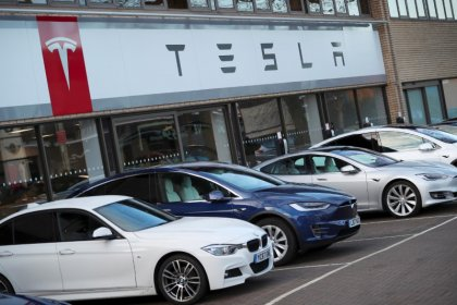 Tesla resolve ação judicial coletiva contra sistema de piloto automático 'perigoso'