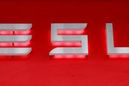 Tesla faz transporte aéreo para nova linha de produção de baterias