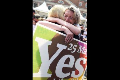 """Irlanda pone fin a la prohibición del aborto mientras una """"revolución silenciosa"""" transforma el país"""