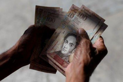 Devaluación y anuncios económicos causan temor e incertidumbre entre venezolanos