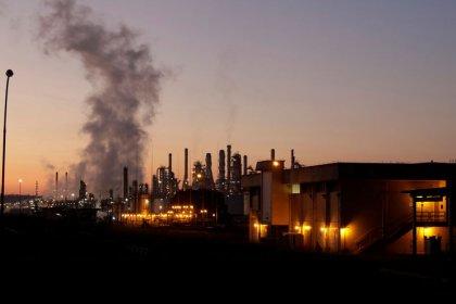 Incêndio atinge refinaria da Petrobras em Paulínia e paralisa produção; sem registro de feridos