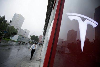 Акции Tesla вблизи 3-месячного минимума из-за сомнений в возможности делистинга