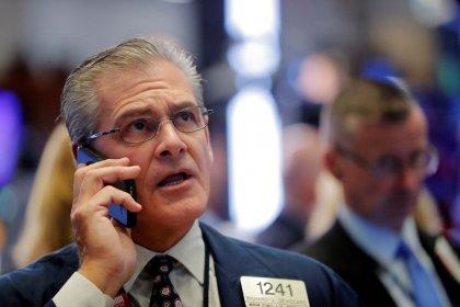 Wall Street monte un peu, Trump pèse sur le dollar