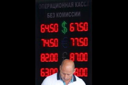 الروبل الروسي يهوي إلى أدنى مستوياته منذ 2016 بفعل مخاوف العقوبات