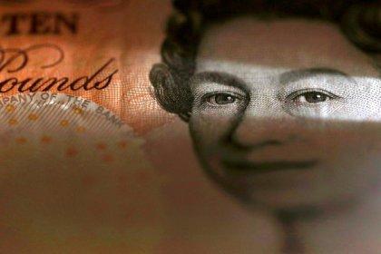 Sterlina amplia calo in attesa discorso May, dollaro recupera su euro