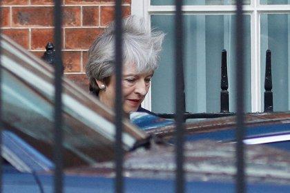 May pide que la UE presente nuevas propuestas para romper el impase del Brexit