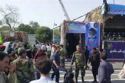 25 personas, entre ellas 12 guardias revolucionarios, mueren en ataque a desfile militar en Irán