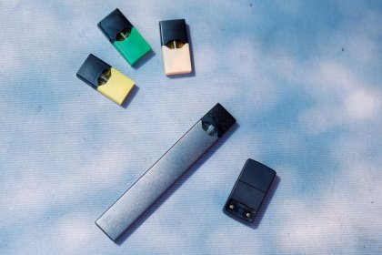 High-nicotine e-cigarettes flood market despite FDA rule