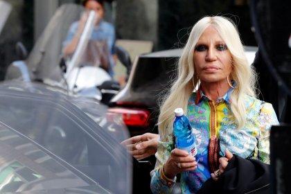 Michael Kors rileva Versace per 1,83 miliardi di euro, Donatella resta direttore creativo