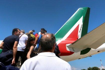 Ryanair offre aiuto ad Alitalia, annuncia contratto in Italia