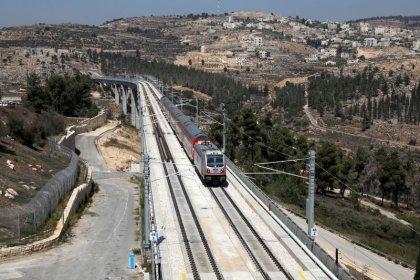 إسرائيل تفتتح خط قطارات سريعة بين مطار تل أبيب والقدس
