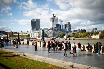UK firms cut investment as Brexit nears, current account gap widens