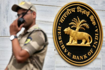 India's cenbank changes tack on forex intervention, focuses on forwards market