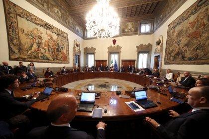 Governo italiano deve aprovar Orçamento terça-feira, enquanto UE e mercados demonstram preocupação