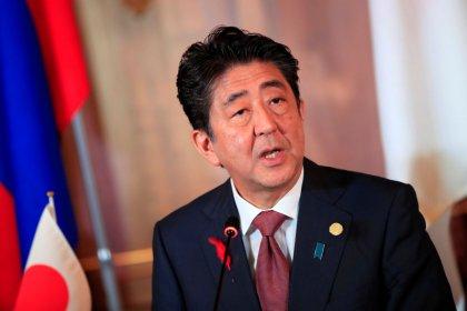 Premiê do Japão promete ir em frente com aumento de impostos sobre vendas no próximo ano