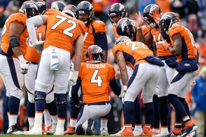 Elway: Broncos 'fighting for our lives'