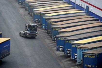 German investor morale drops on U.S.-Sino trade dispute