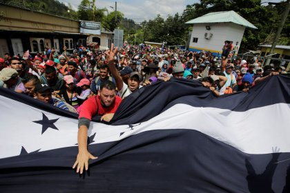 Trump ameaça cortar ajuda a Honduras devido a caravana de imigrantes