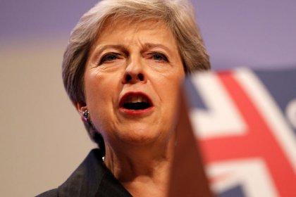 May faz apelo a ministros por união para conseguir acordo do Brexit