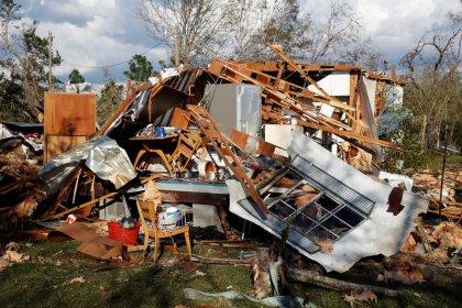 Número de mortos por furacão na Flórida sobe para 29 e buscas continuam