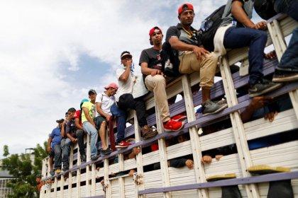 Organizador de caravana de imigrantes é detido após Trump ameaçar Honduras